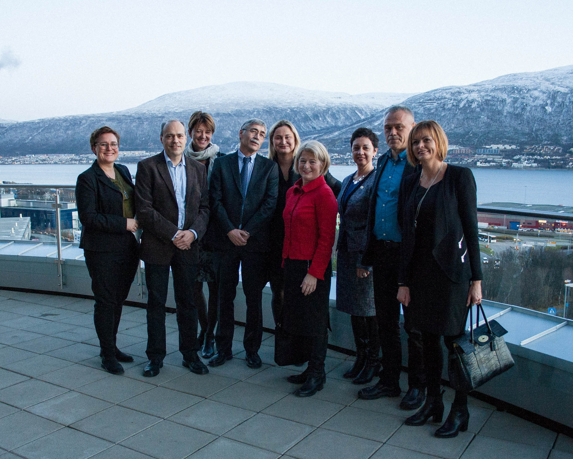 Technology building at UiT. From left: Elisabeth Blix Bakkelund (Research Council of Norway, Regional representative in Troms), Kjell Arild Høgda (Research director, NORUT), Wenche Jakobsen (Pro-Rector for Education, UiT), Torbjørn Eltoft (Center leader of CIRFA), Dilek Ayhan (State Secretary of Trade, Industry and Fisheries), Anne Husebekk (Rector at UiT), Nalân Koç (Research director, Norwegian Polar Institute), Jan Petter Pedersen (Vice President, KSAT), Elise Husum (Deputy Director of Research Council of Norway). Photo: Torger Grytå