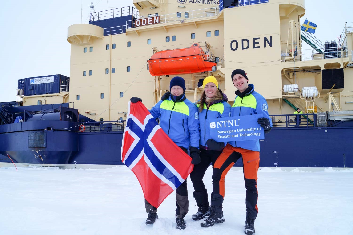 Figure 4 SAMCoT researchers Bjørnø, Skarbø and Heyn at the North Pole, 21 August 2016